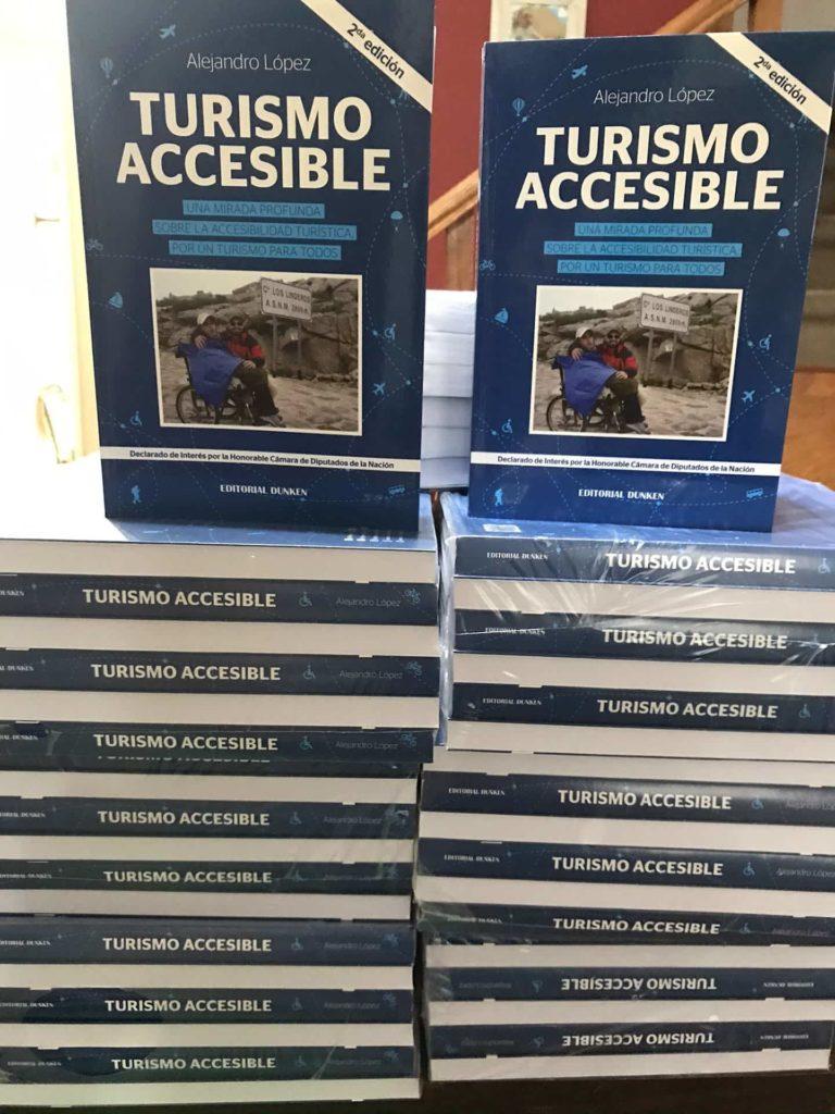Pila de libros de turismo accesible